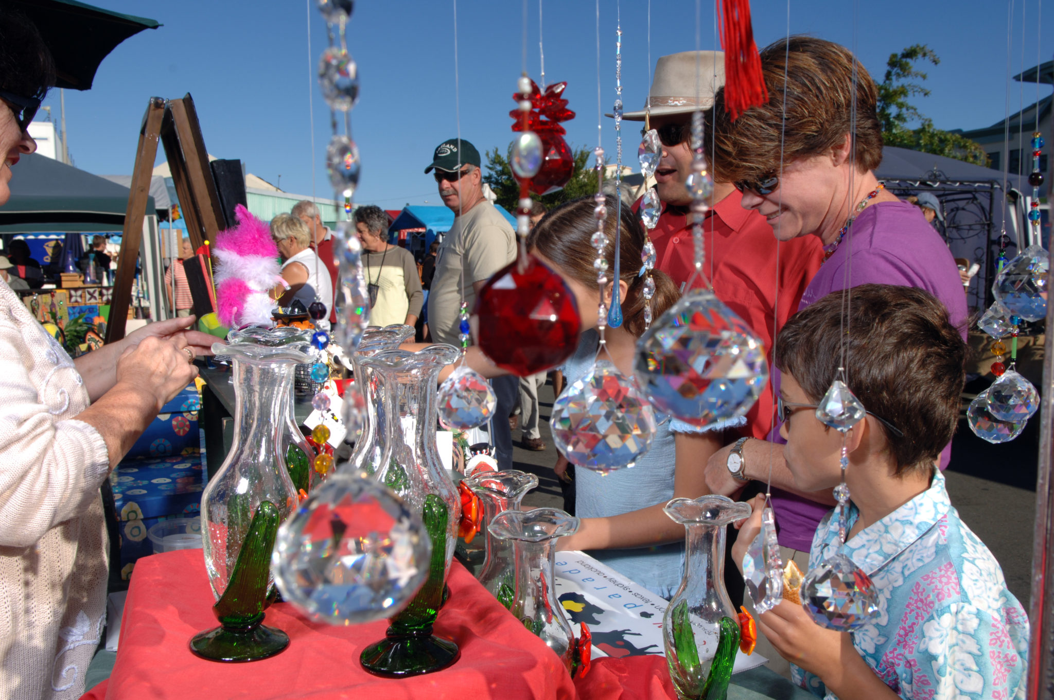 Buying-Glass-Nelson-Saturday-Market-NZ